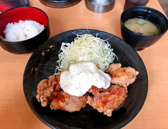 All-you-can-eat fried chicken in one of Tokyo's most fashionable neighborhoods for under 7 bucks