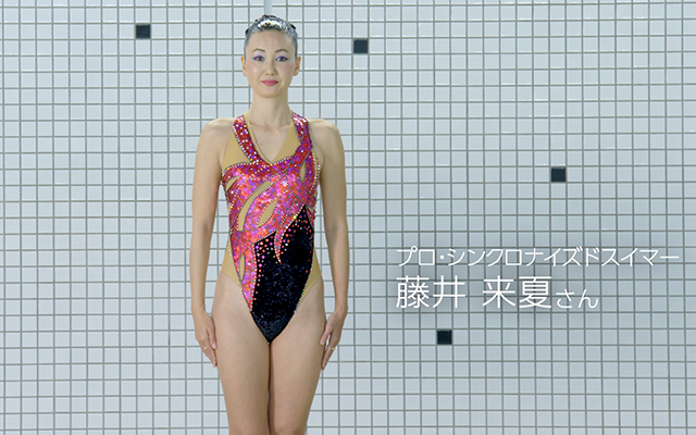 Japanese synchronised swimmer performs routine in the pool…with blue armpits【Video】