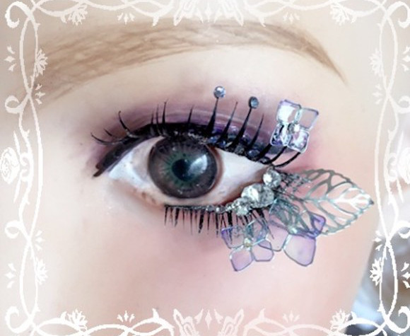 Deco eyelashes from Japan let you add butterflies, jewels and the night sky to your cosplay makeup