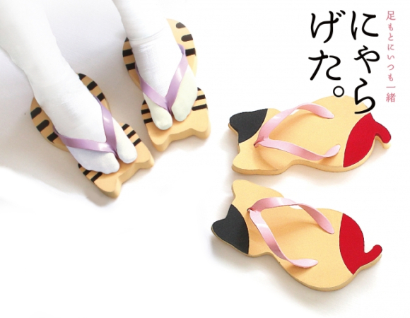 Cute cats come out to play as traditional Japanese geta sandals