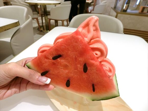 Dominique Ansel gives us new eye-popping ice cream served in a slice of watermelon!【Pics】