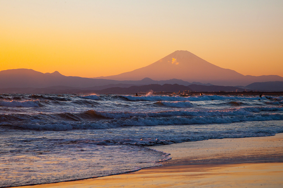Hike from the sea to the peak of Mt. Fuji with new bilingual English/Japanese guide map series