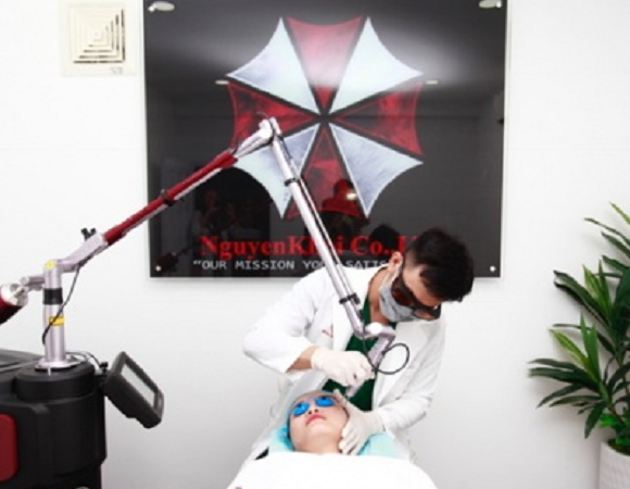 Resident Evil's zombie-making Umbrella Corporation logo spotted at skin clinic in Vietnam