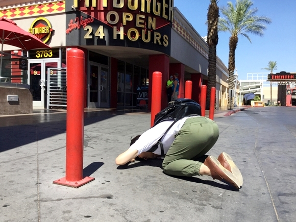 Los Angeles's 2000-calorie XXXL Fatburger destroys our Japanese reporter on trip in the U.S.