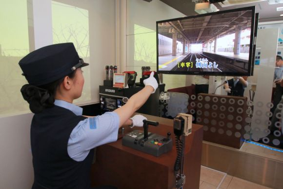 Japanese train-themed karaoke lets you belt out announcements without being a public nuisance