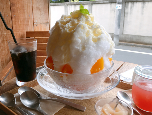 We tried a colossal shaved iced dessert at Omotesando, got an equally massive brain freeze