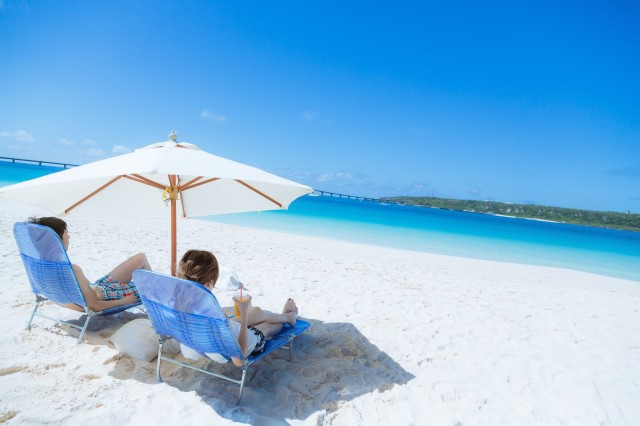 Okinawan in hot water after charging Chinese tourists 10 times more for beach parasol set rental