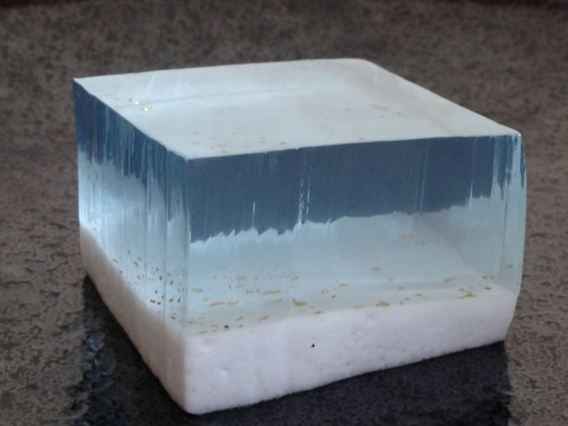 Beautiful Japanese dessert looks like cube of crystal-blue water, only sold at convenience store
