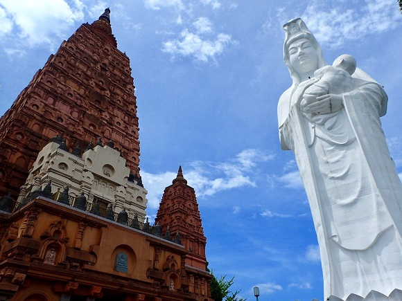 Giant Buddhist pagoda and Kannon statue in Fukuoka Prefecture look like a theme park
