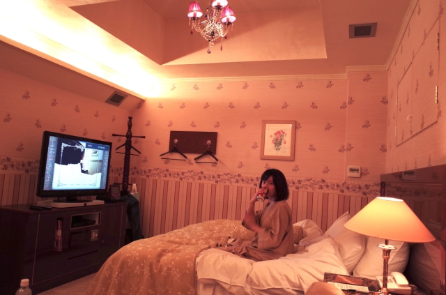 Can a woman have a good time at a Japanese love hotel on her own? Our reporter investigates