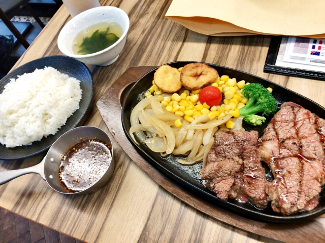 Akihabara restaurant Dante's 10-buck steak: delicious, and so divinely cheap it feels like a sin