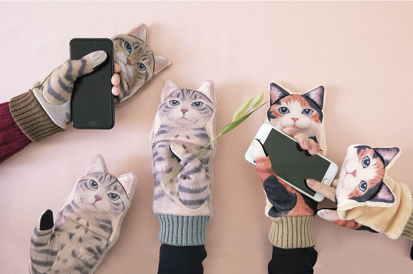 Nuisance Cat smartphone gloves from Japan are an adorable problem we'd all love to have【Video】