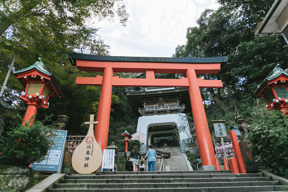 Yaoi fans rejoice as Shinto shrine seems to open part-time positions for male shrine maidens