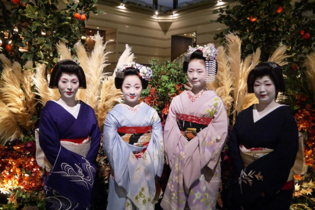 Kyoto hotel's Maiko-han Bar event lets travelers drink with geisha at amazingly affordable prices