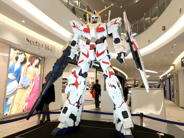 Gundams take over interior of Tokyo shopping mall that already has a full-scale Gundam out front