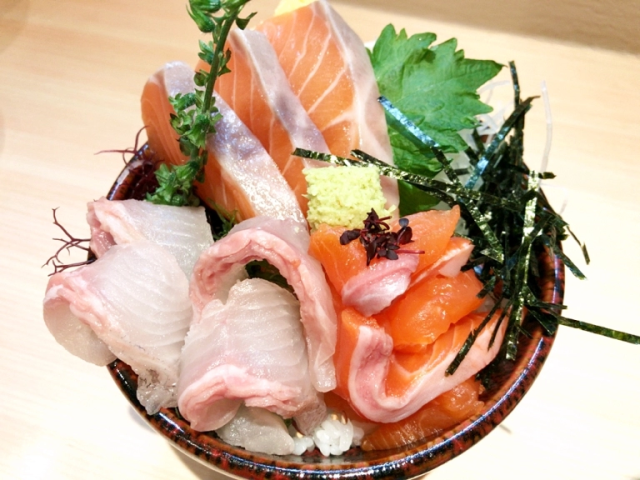 Brand-new salmon sashimi bowl joint in Tokyo's Harajuku is perfect for hungry fashion fans, bears
