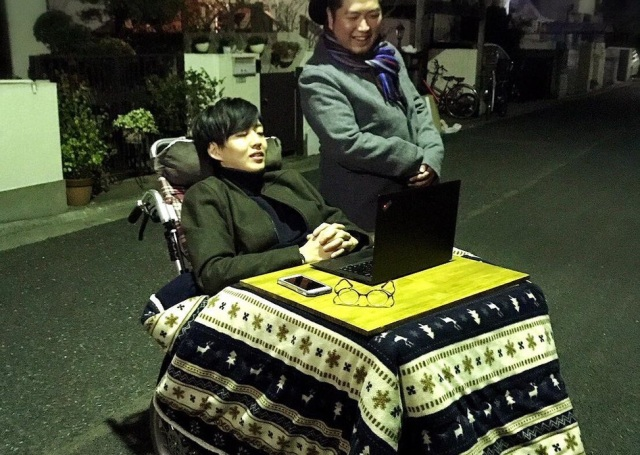 "Japanese wheelchair user creates ""wheel-kotatsu"" to stay warm, comfy, and awesome outdoors"