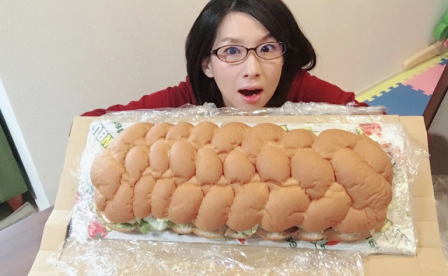 Our foodie Meg takes on Subway Japan's ridiculously big, surprisingly cheap Giant Sub sandwich