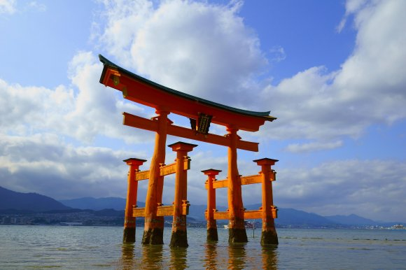 Travelers' misguided attempt to earn good luck is damaging Japan's most famous torii shrine gate