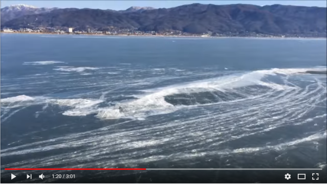 Experience the moment the local gods cross a frozen Lake Suwa【Video】