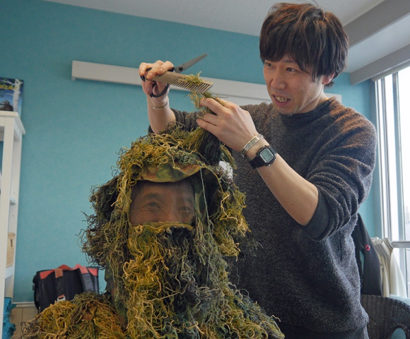 Mr. Sato gets his bush trimmed at a fancy Tokyo hair salon【Photos】
