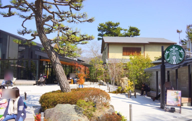 This beautiful Kyoto dry landscape garden…is part of a Starbucks?!?【Photos】