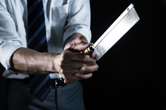 Japanese garbage man challenges coworker to literal bladed duel following workplace argument