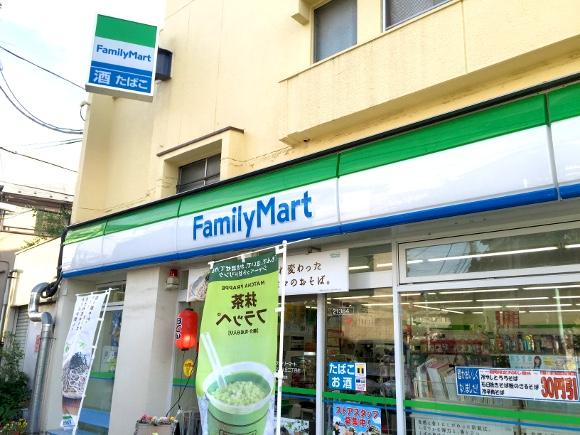 Japan's second-largest convenience store chain changes service policy for sake of foreign workers