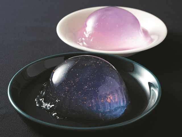Beautiful Japanese dessert looks like slice of starry space, only available at convenience stores