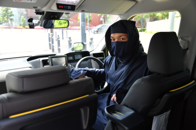 Japanese taxis now being driven by ninja, bodyguards armed with concealed water pistols