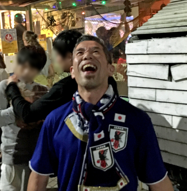 Mr. Sato watched the Japan vs. Colombia game in a Colombian bar, thinks he made a new friend