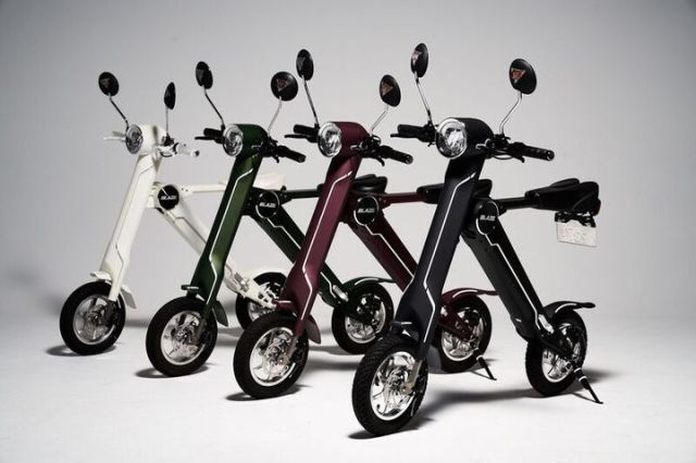 Super compact, foldable electric motorcycle soon to be available in stores in Japan