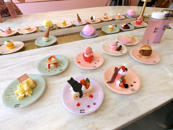 New Cafe Ron Ron in Harajuku offers colorful all-you-can-eat conveyor belt sweets【Pics】
