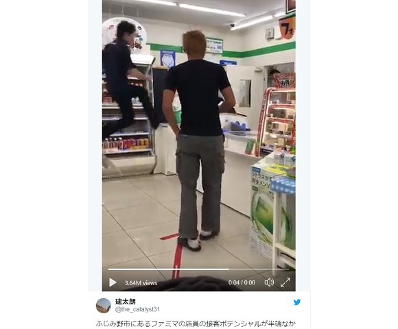Crazy-athletic Japanese convenience store clerk may be employee of year, or Super Mario【Video】