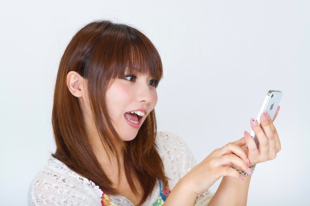 Why is the iPhone the smartphone of choice for young Japanese women?