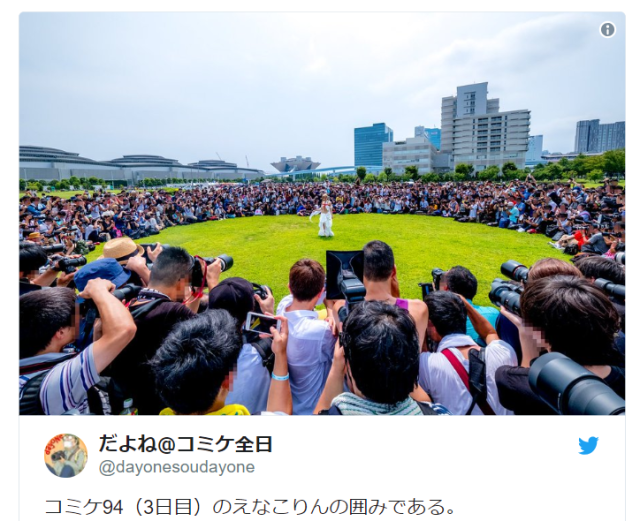 Japan's number-one cosplayer draws an incredible crowd as she steals the show at Comiket【Photos】