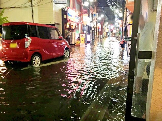 Intense rainfall suddenly floods part of Tokyo's Asagaya neighborhood【Video】
