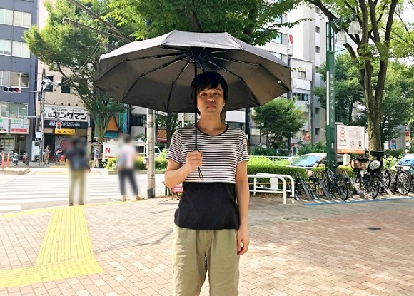 We tested out an anti-UV umbrella to see how much it cools us down in this dreadful summer heat