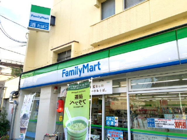 Five important manners to remember when buying something at a Japanese convenience store