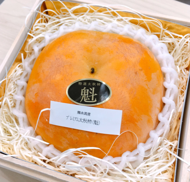 Taste-testing Japan's crazy-expensive 3,240-yen (US$29) persimmon