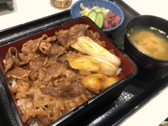 Yoshinoya has an ultra-luxurious wagyu beef bowl you can only get one place in Japan【Taste test】