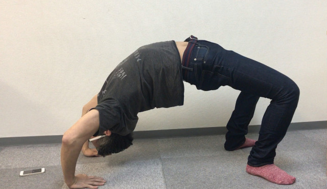 Mr. Sato tries a unique method to compellingly call in sick to work【Video】
