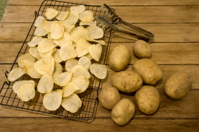 "New ""barefaced"" potato chips hit Japanese shelves, boast zero salt and customizing potential"