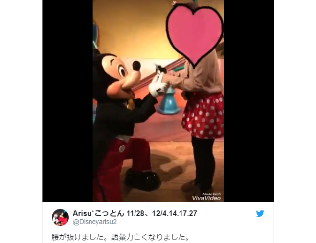 Mickey Mouse kisses a Japanese fan for so long she falls backwards【Video】