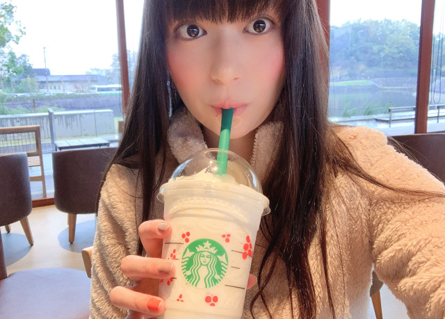 We try Starbucks Japan's new White Chocolate Snow Frappuccino drinks