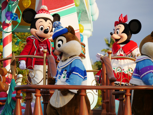 How we enjoyed Tokyo Disneyland and Disney Sea's Christmas parades