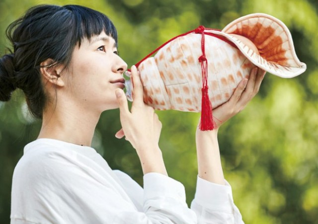 Remind yourself to drink water with this conch seashell PET bottle cover
