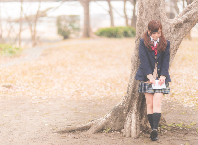 Japanese school has ridiculous reason for not letting cold schoolgirl wear tights under her skirt