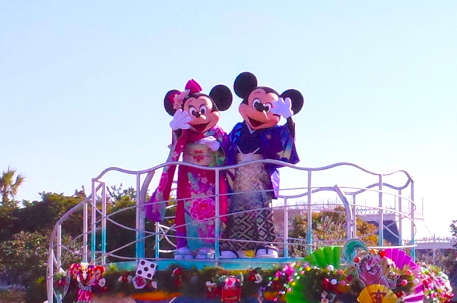Tokyo Disneyland rings in Japanese New Year with special parades, kimono, and a flatulent pig