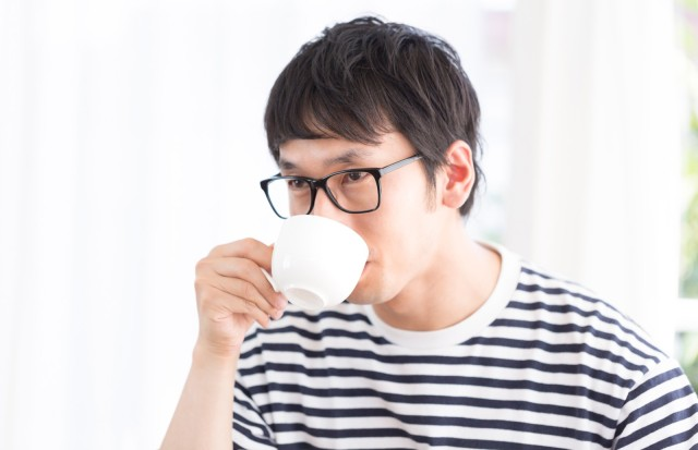 Man arrested for buying cup meant for 100-yen coffee but pouring 150-yen latte into it
